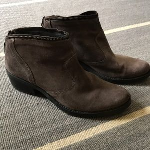 Kanna taupe/brown suede booties